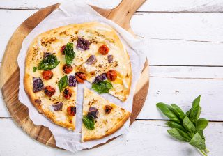 Roasted tomato, red onion and basil blondie pizza